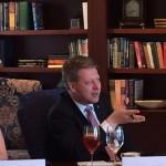 Zacinam stredecnim obedem s prezidentem The Heritage Foundation Jimem DeMintem.