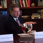 Zacinam stredecnim obedem s prezidentem The Heritage Foundation Jimem DeMintem. 5